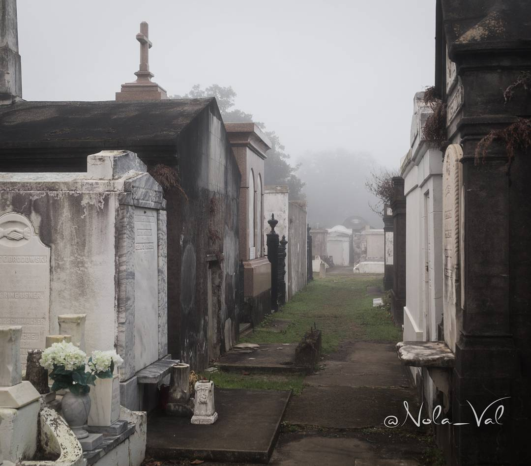 #October and #Halloween is the best time to be in #NewOrleans! #onetimeinNOLA #cemetery<br>http://pic.twitter.com/dTUmYJMDD9 &ndash; à Lafayette Cemetery No. 1