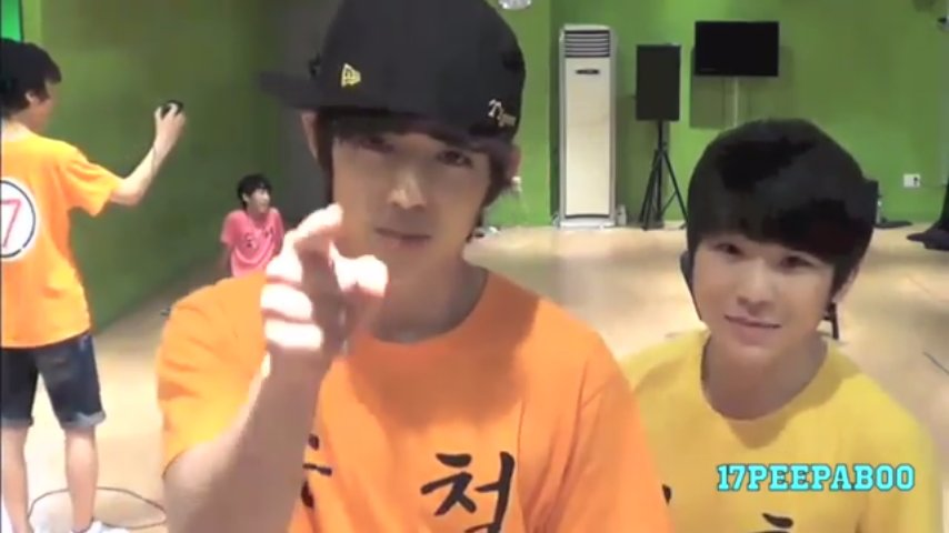 @hooncheol 17TV 2013 It was when they were singing SanEs 아는 사람 얘기.