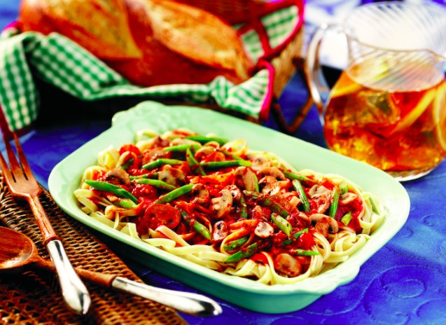 This #pasta #recipe is perfect for all those who want more #vegetables and less meat!  http:// bit.ly/2xI4oIV  &nbsp;  <br>http://pic.twitter.com/iiai8ejd4f