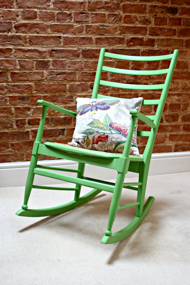Happy Monday! Cozy up with this gorgeous #greenery Scandi style #midcentury rocking chair.  http:// ow.ly/46Mv30fSTrq  &nbsp;   #MondayMorning #vintage<br>http://pic.twitter.com/wIVSoeCjcZ