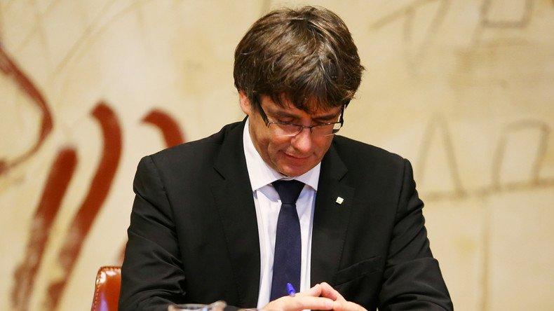 Carles #Puigdemont propose à #Rajoy un dialogue entre l'#Espagne et la #Catalogne dans un délai de deux mois   https:// francais.rt.com/international/ 44601-catalogne-carles-puigdemont-veut-negocier-mais-reste-evasif-independance  … pic.twitter.com/qBbRApivDM