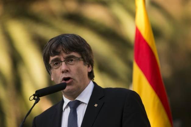 "#Catalogne : #Puigdemont demande à rencontrer Mariano #Rajoy ""le plus vite possible""  http://www. boursorama.com/actualites/cat alogne-puigdemont-demande-a-rencontrer-mariano-rajoy-le-plus-vite-possible-b1beca15bdfdb4c4a63760980bc24831#xtor=CS1-23  … pic.twitter.com/RYH0ulAJfN"