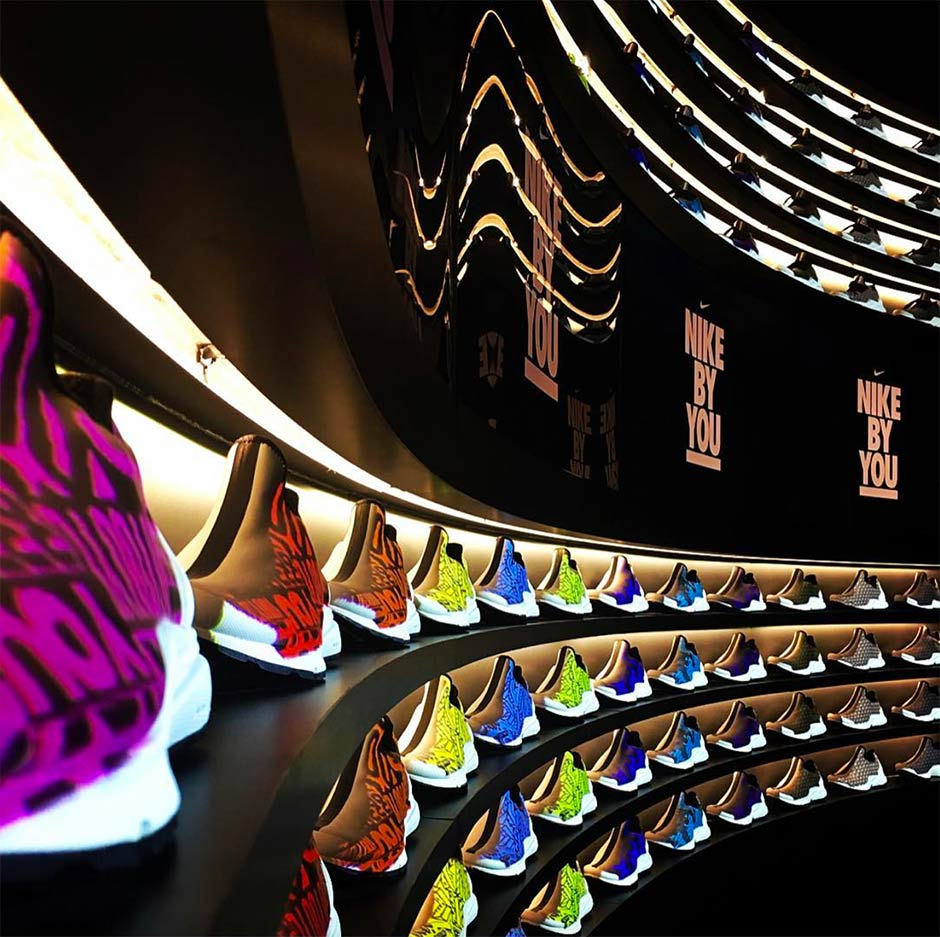 Nike By You, le temple de la #personnalisation  http:// goo.gl/a98B1m  &nbsp;   via @CaComGroupe #retail #innovation<br>http://pic.twitter.com/JV30KtH9mf