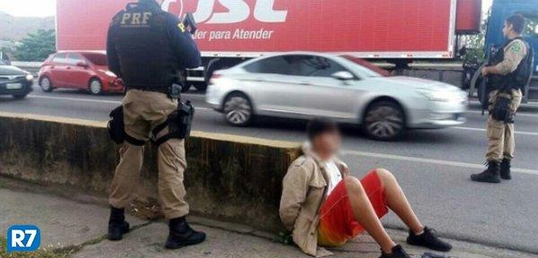 Polícia recupera carga roubada e liberta motorista na Via Dutra, no Rio https://t.co/erGu1LzEIn