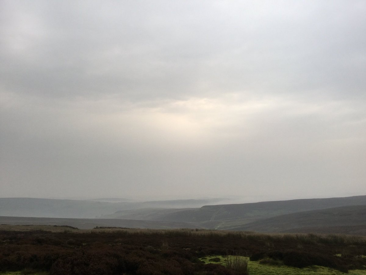 Looking down on #Swaledale we have cloud inversions @ruralriskman @NFUCountryside @dalesarch<br>http://pic.twitter.com/VsxtgBIVaI