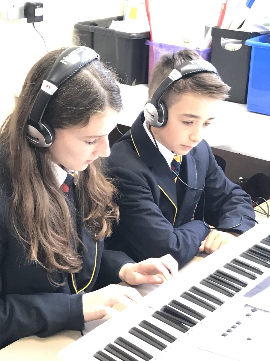 Y7 learning how to play Jupiter from The Planets #greatstarttotheweek <br>http://pic.twitter.com/xlnm7kxGcf