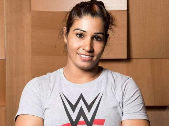 #KavitaDalal of Jind, Haryana becomes first Indian woman #wrestler to sign for WWE #Congrats Kavita...Best Wishes  #KavitaDevi #WWELive<br>http://pic.twitter.com/o060t1hQLf