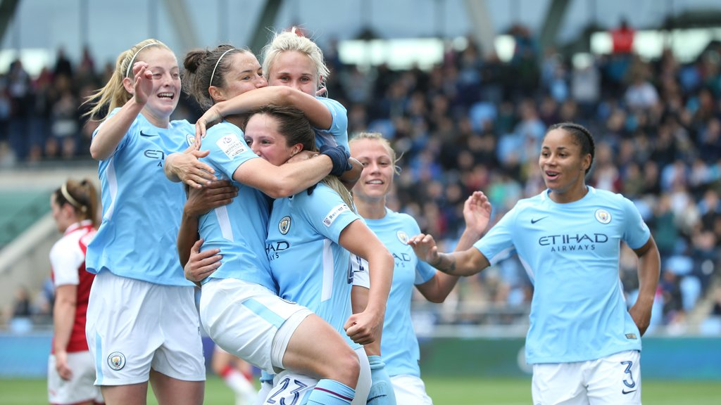 Fixture update...  Our home game v @EvertonLadies on Sun 5 Nov will kick-off at 6pm after #ManCity v @Arsenal (2:15pm).  Double header! <br>http://pic.twitter.com/cC8aCTEe7C