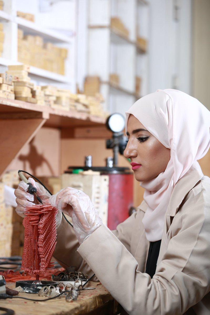 #تقرير  المرأة العمانية ومسيرتها في البناء الوطني..    https://t.co/4A...