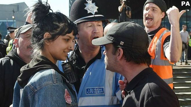 You may remember the iconic photo of @SaffiyahKhann smiling at an EDL protestor which went viral earlier this year