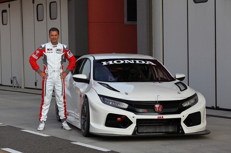 New #Honda Civic Type-R TCR makes track debut -  http:// tcr-series.com/index.php/news /item/new-honda-civic-type-r-tcr-makes-track-debut &nbsp; … <br>http://pic.twitter.com/zCGXXYYVcH