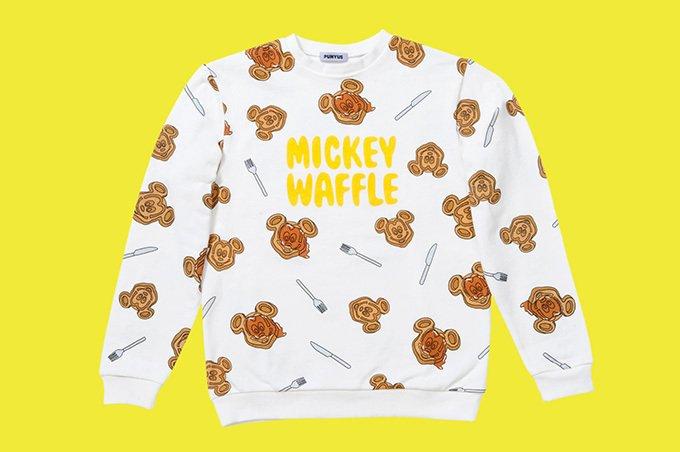 渡辺直美による「プニュズ」×東京ディズニーランド、ミッキーマウス型ワッフルを散りばめたウェアやハット -