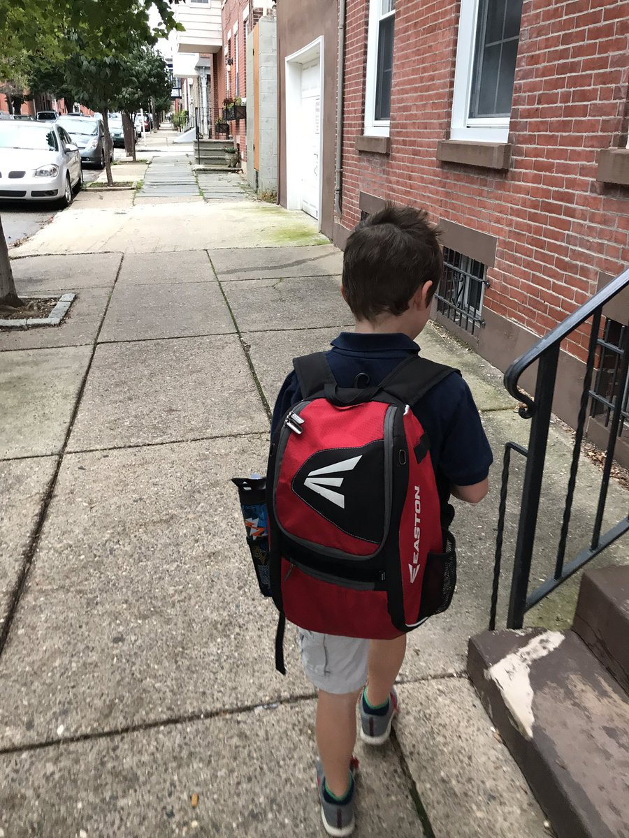 Hi @Amazon! My walking commute in Philly starts with drop off at our neighborhood school, then off to downtown! #PhillyDelivers #Logistics <br>http://pic.twitter.com/kT1byEpIXY