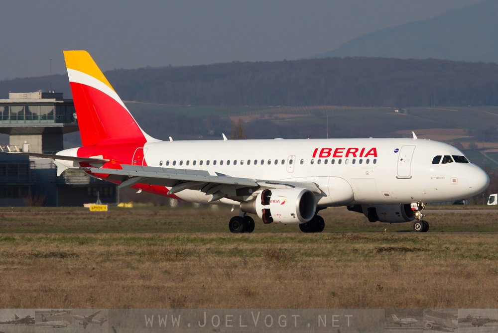 When @iberia first arrived at the @BaselAirport in 2017!   http://www. joelvogt.net/aviation/spott erbrowser/imgview.php?id=15556 &nbsp; …   #avgeek #aviation #A319 #Basel #BSLmovements #iberia<br>http://pic.twitter.com/Ski1nfAdpx