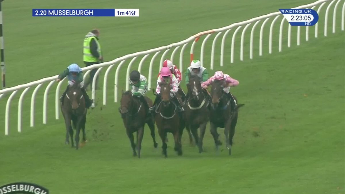 A great finish sees Royal Cosmic just hold on for the @RichardFahey team