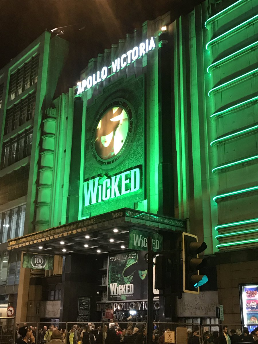En route to see @rosaoreilly smashing it as #Glinda and @Chris_Hatton1 nailing the #woodwind section in  @WickedUK #London<br>http://pic.twitter.com/MpJOiEnp8U