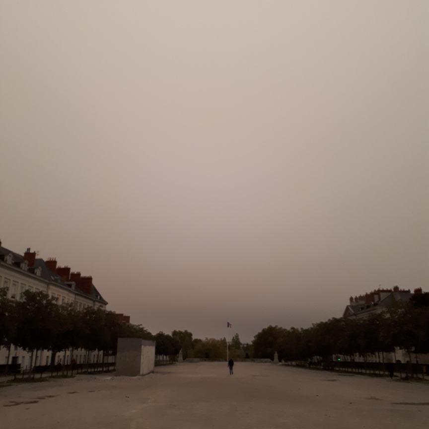 Quand l'ex #ouragan #Ophelia ramène des #cendres issues #incendies forêt Portugal sur #Nantes. @radiometeo @stormaxou @Nanteshypepic.twitter.com/QDa9x6tlrU