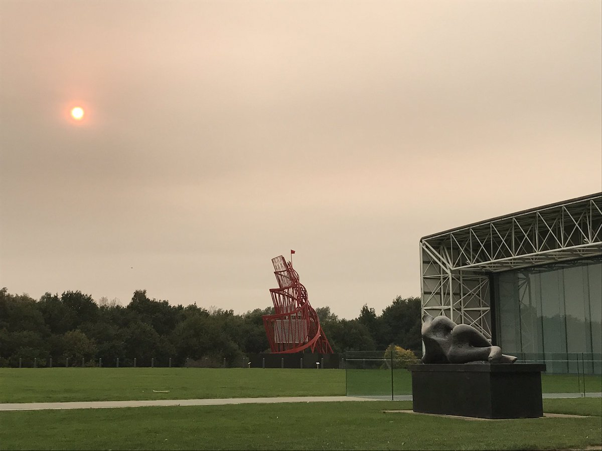 #Redsun casts an eerie light over the sculptures @uniofeastanglia! #henrymoore <br>http://pic.twitter.com/4CUXYW90Sy