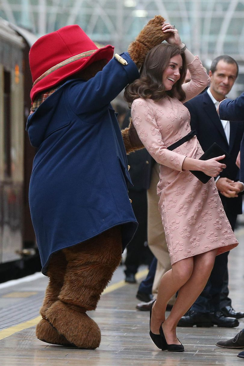 DID YOU SEE? The Duchess of Cambridge dancing with @paddingtonbear: https://t.co/NytDFOpmlq https://t.co/51qONaPVbc