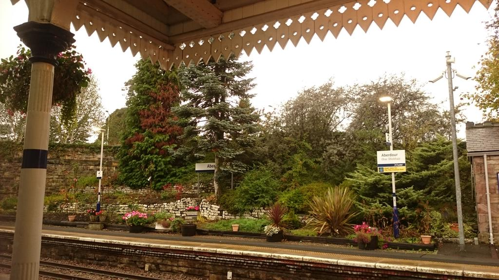#Aberdour, such a lovely #station. @ScotRail #ScotlandByRail @RailwayHeritage @AlexHynes @larascouller @FFP @courier_fife @VisitScotland<br>http://pic.twitter.com/OZh3CG951j