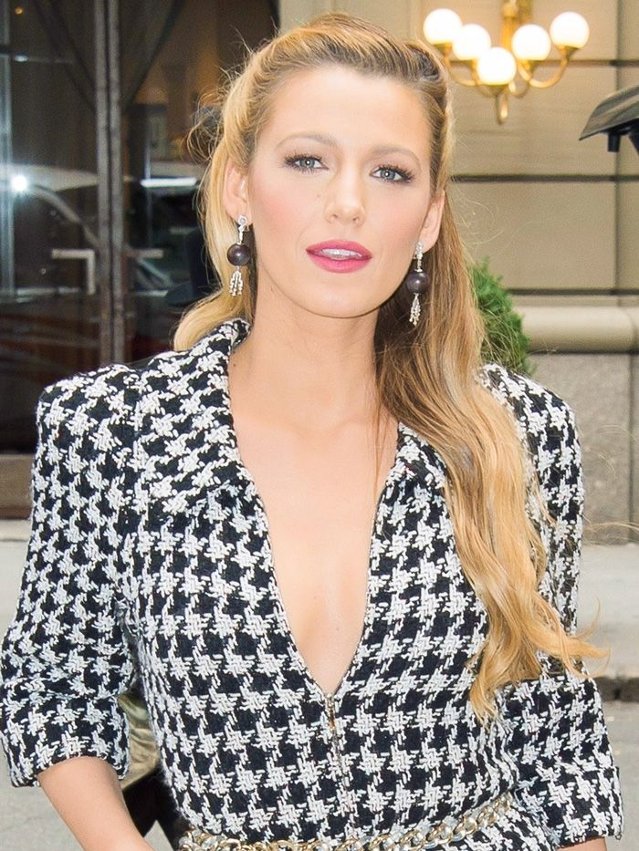Blake Lively wore 3 completely different outfits before noon—see them all https://t.co/jRuZTADxP9 https://t.co/KPhsETjU6t