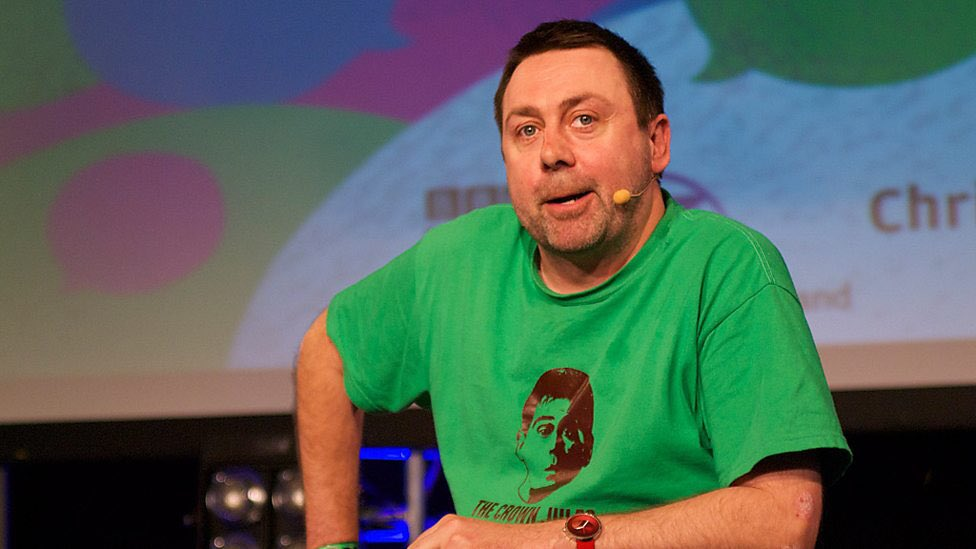 Some lovely tributes for Sean Hughes from fellow comedians: https://t.co/cxqzbj5hAa https://t.co/byoMMlj34I