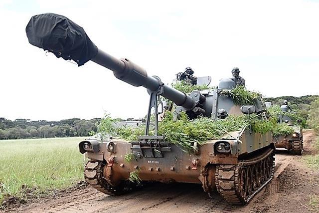 """Subsistemas de Artilharia se integram em contexto tático para aprimoramento da função de combate """"fogos"""". https://t.co/LzRo1kUnS0"""