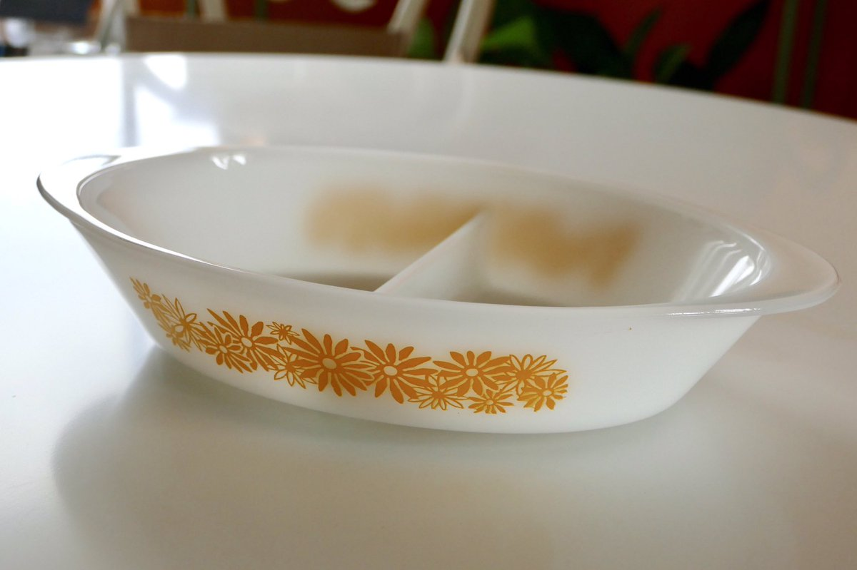 Happy Monday! Start your wk with sunshine  Yellow Daisy Glasbake Divided Casserole Dish  #vintage Here:  http:// bit.ly/ShopRetroMetro  &nbsp;   #kitchen <br>http://pic.twitter.com/cwzl5T1tF2