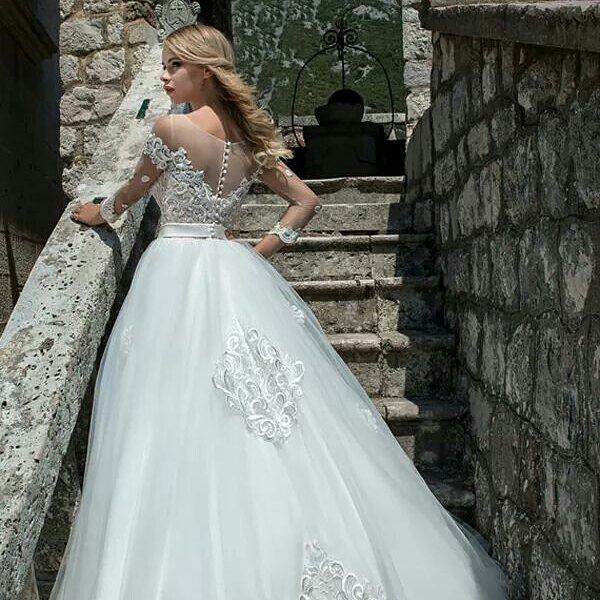 6d5b49ce70 #EM #2018collection #esküvő #esküvőiruha #menyasszony #menyasszonyiruha  #luxusruha #rochiedemireasa #nunta #mireasa #wedding  #weddingdresspic.twitter.com/ ...