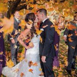 Have your bridal party shower you with leaves for the ultimate fall wedding photo 🍂🍁. #weddingideas  https://t.co/LO0ZZgWP7g Credit to the 📸