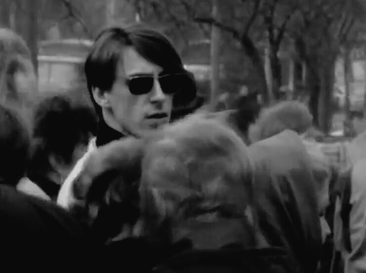 Marvellous still from the WALLS COME TUMBLING DOWN video #faceinthecrowd #Poland #Warsaw #1985 #thestylecouncil #paulweller <br>http://pic.twitter.com/upHP8tYg23