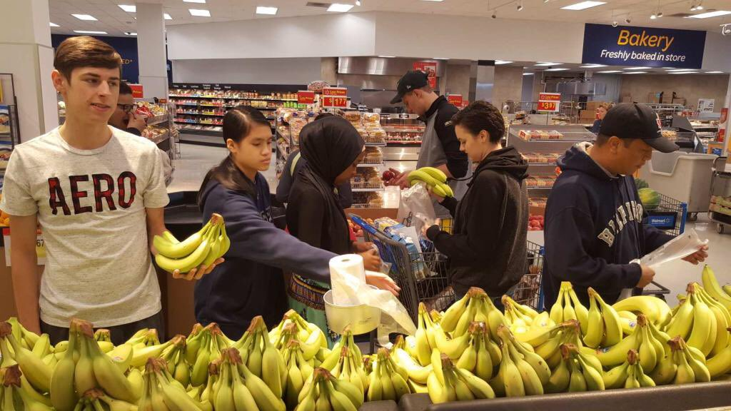SHOP FIRST WORLD HUNGER REVISITED: FOOD CHARITY OR THE RIGHT TO FOOD? 2014
