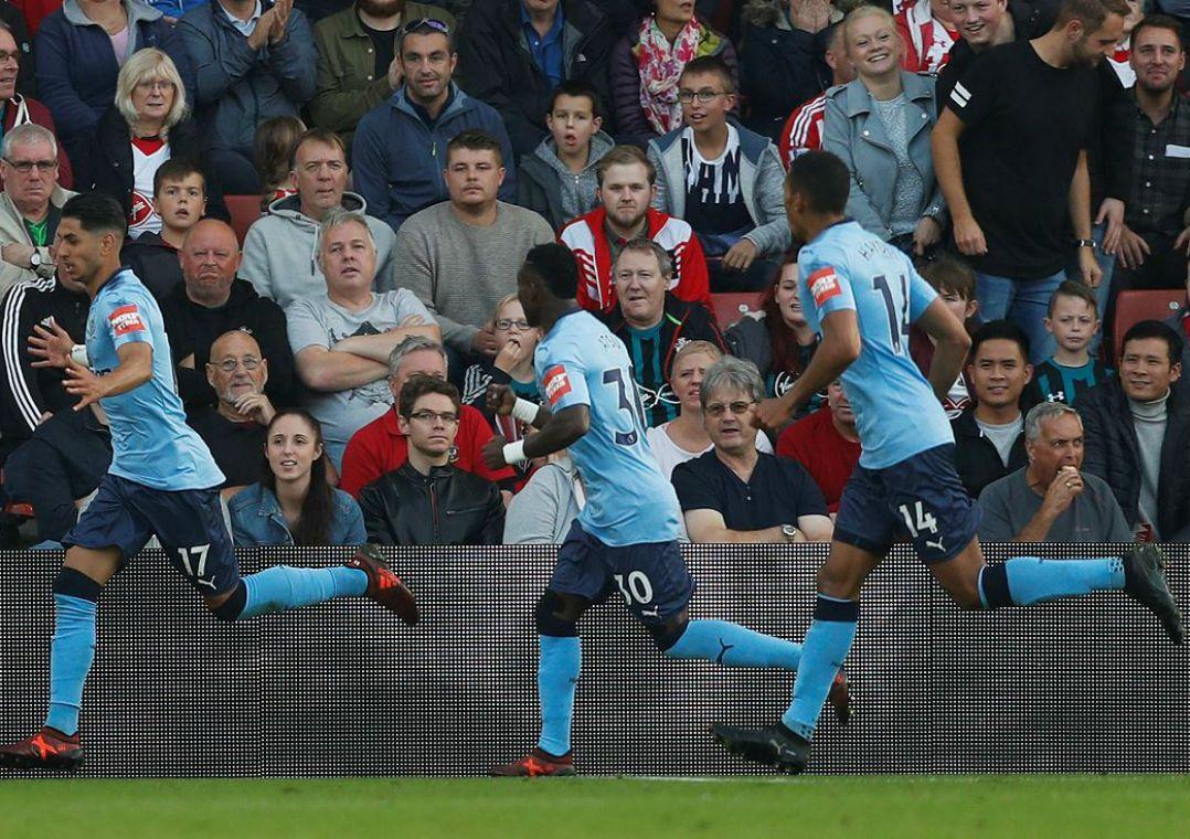 Dono do Newcastle há dez anos coloca clube à venda. Mike Ashley abrirá processo para encontrar novos proprietários até o fim deste ano.