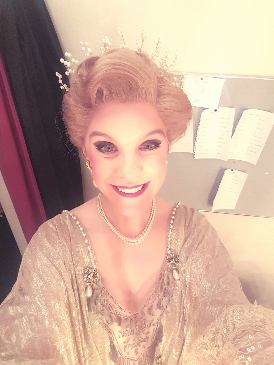 Young Heidi came back out to play this evening. So good to be back with the Follies family! Missed you all.  #nationaltheatre #youngheidi  #follies <br>http://pic.twitter.com/ZkDfi3L2HV &ndash; à National Theatre