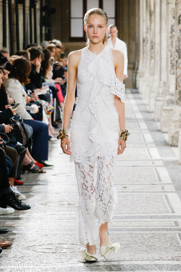 We have some stunning gown suggestions for @SophieT's big day: https://t.co/lcPdFkWvKj https://t.co/rjtIWhF2e4