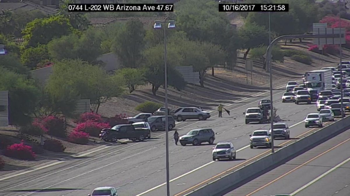 L-202 Santa Eastbound at Arizona Avenue: Only the HOV lane is open because of a crash! Expect delays. #PhxTraffic