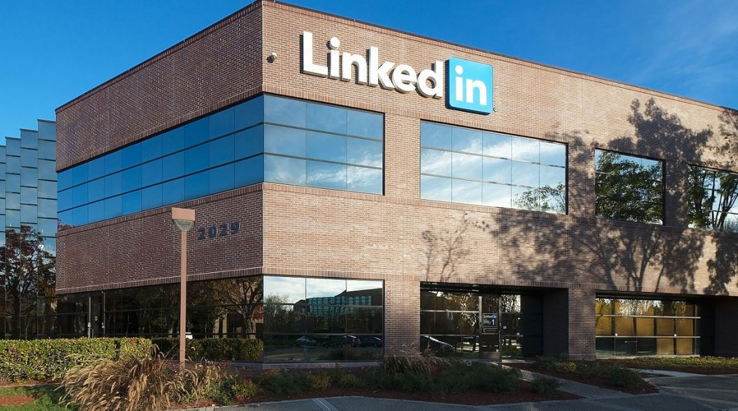 #LinkedIn improves its #Endorsements feature to make them more useful  http:// bit.ly/2fyy9rF  &nbsp;  <br>http://pic.twitter.com/cCKcX4cHGY