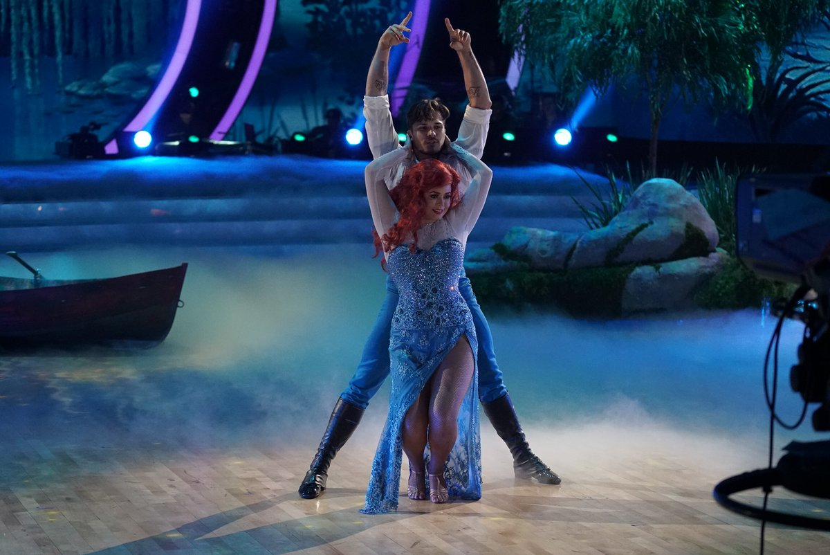 ".@SashaaPieterse and @Gleb_Savchenko Rumba under the sea with ""Kiss Th..."