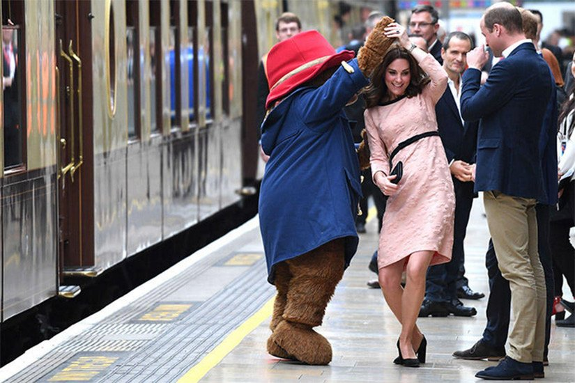 Here's Kate Middleton dancing with Paddington Bear https://t.co/YsMmuNsdB9 https://t.co/IgToXN1SCi