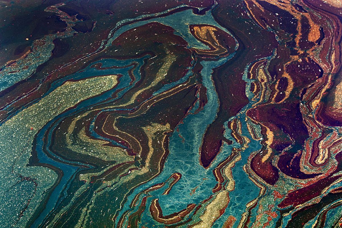 Another spill. Gulf of Mexico Oil Spill May Be Largest Since 2010 BP Disaster:  https:// buff.ly/2yro1qy  &nbsp;    #ActOnClimate #NoKXL #StopKM #divest <br>http://pic.twitter.com/OLQnI49nsJ
