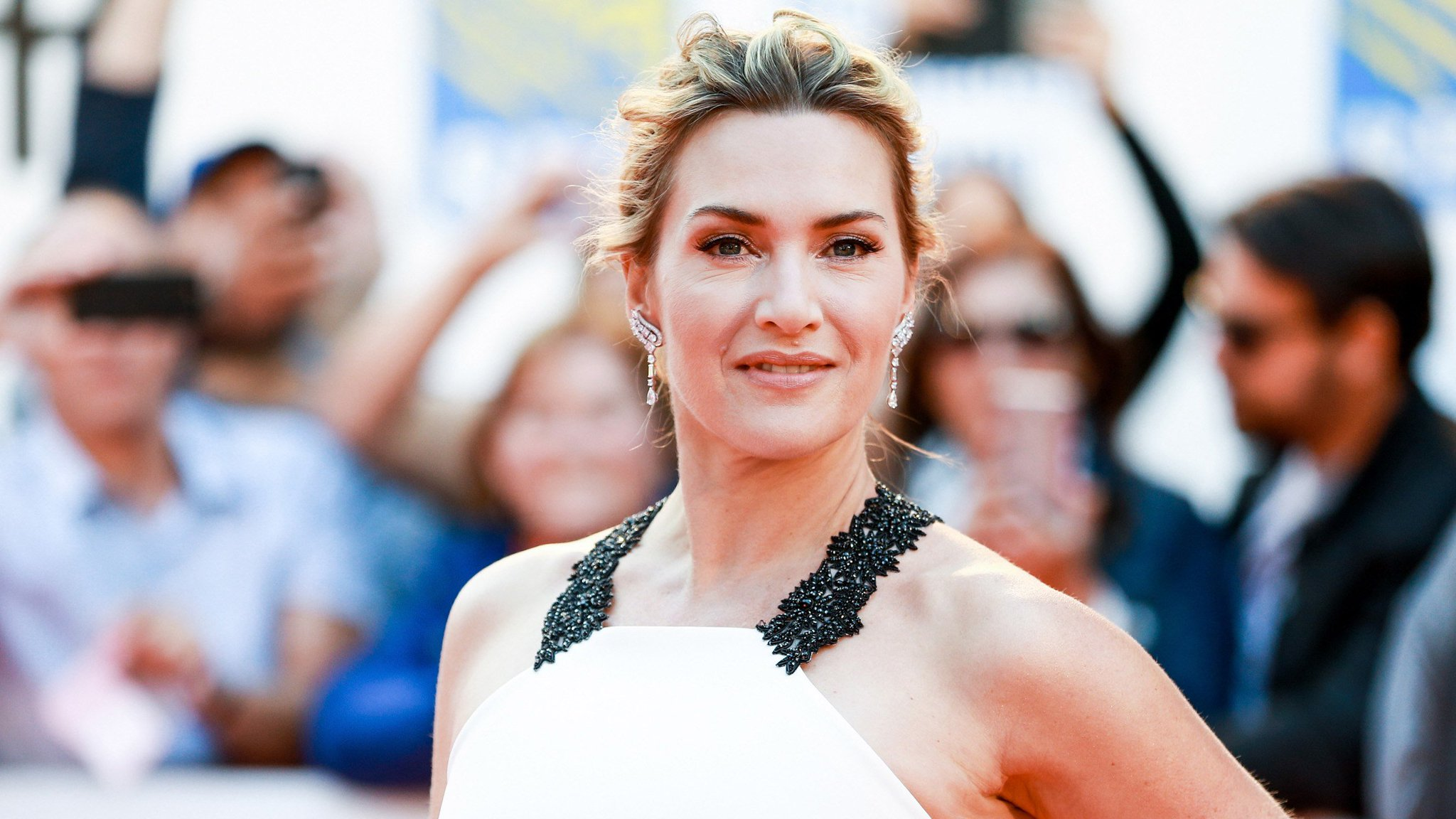 Kate Winslet says she deliberately didn't thank Harvey Weinstein in her Oscar speech: https://t.co/MvUGIZI4JG https://t.co/IIDk2TEG43