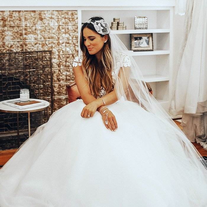 Getting married? These are the best jewelry-and-wedding dress pairings: https://t.co/Z4A7vAWcJw #ad cc @kendrascott https://t.co/Cp8BJF869F