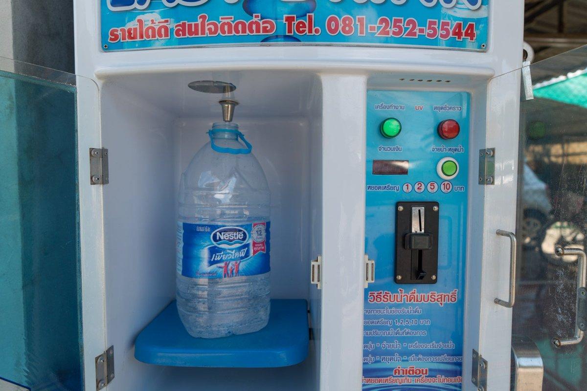 maquina para rellenar botellas de agua en Tailandia