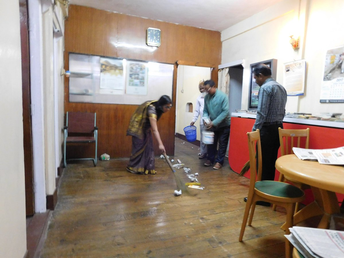 Staff of @DAVP_Shillong involving themselves in a special cleanliness drive of office #SwachhBharat and #SwachhataHiSeva<br>http://pic.twitter.com/AkWFr8obPt