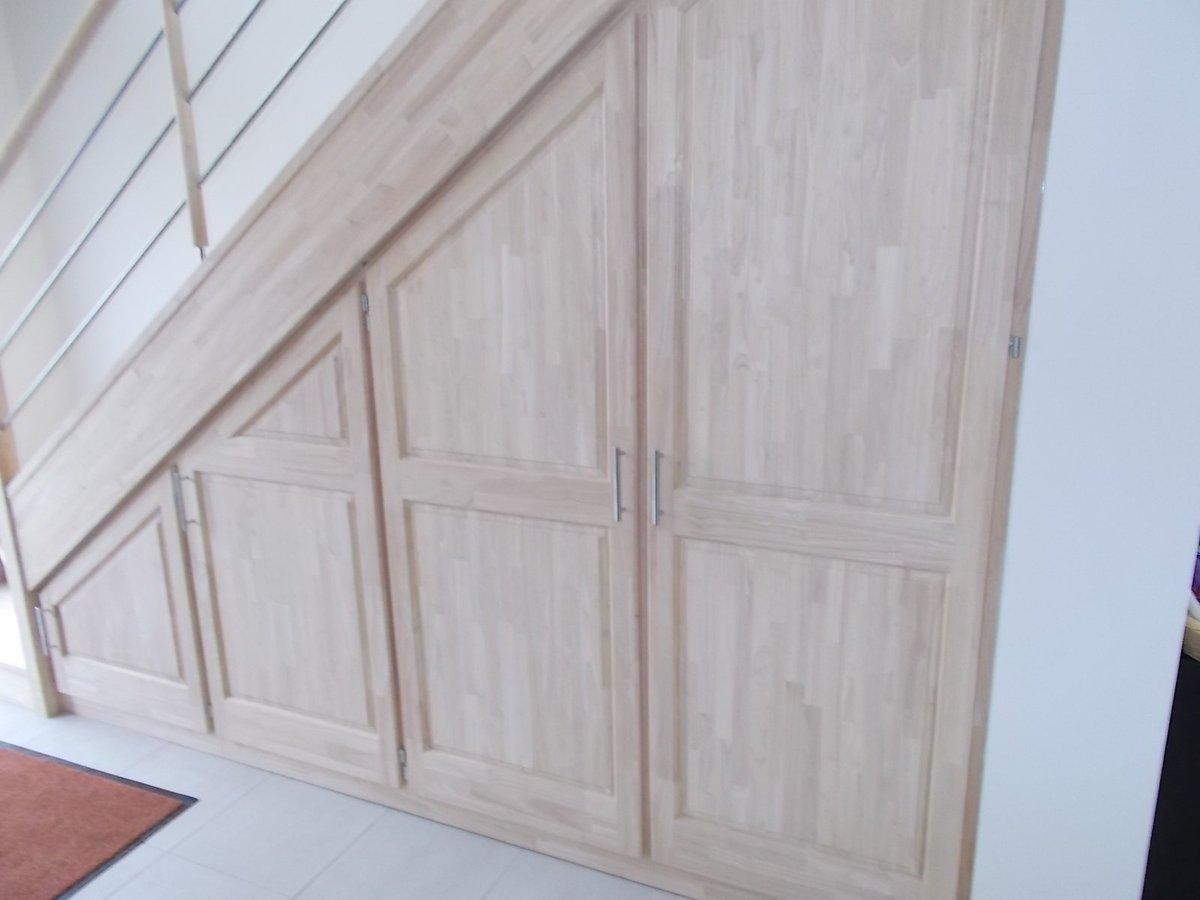 porte de placard sous escalier affordable portes de. Black Bedroom Furniture Sets. Home Design Ideas