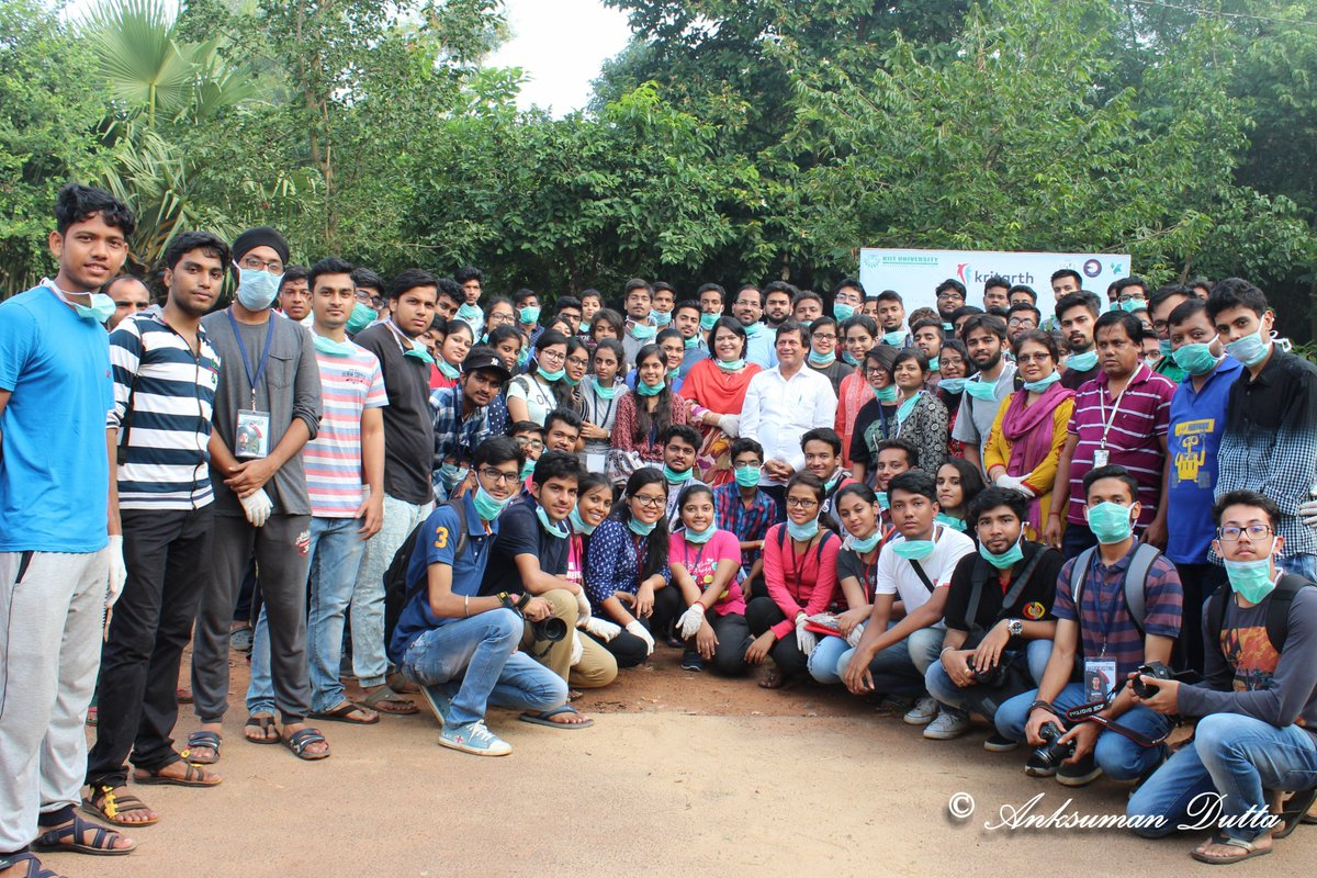 For a social awareness campaign #KRITARTH, We cleaned the streets of Shikarchandi under the guidance of @Achyuta_Samanta Sir. #SwachhBharat <br>http://pic.twitter.com/qGFvEzQmvf