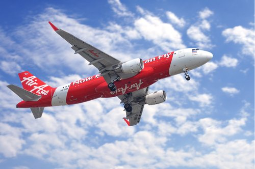 With 145 passengers on board, Bali-bound AirAsia flight turns back to Perth airport after 20,000ft drop mid-air https://t.co/c29EZPdPNk