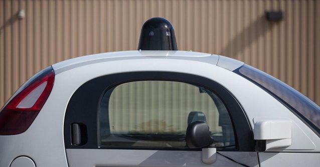 .@andyjayhawk via @verge reports #California will allow driverless cars on the roads in 2018 #selfdrivingcars  http:// bit.ly/2xLAHvo  &nbsp;  <br>http://pic.twitter.com/rehbaIATIT