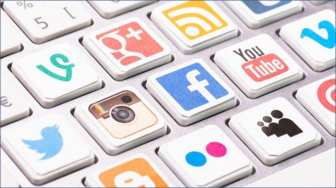 4 Ways to Stay Ahead of the Competition on Social Media  http:// goo.gl/d0x0PY  &nbsp;   #socialmedia #twittertips <br>http://pic.twitter.com/wLSFjv3v4C