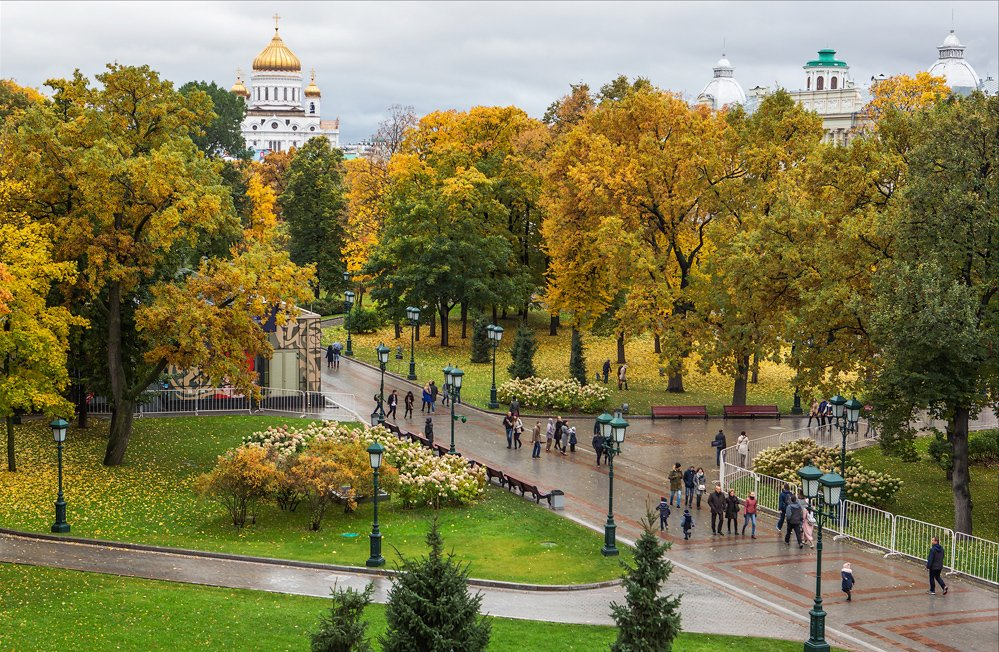 Central #Russia including #Moscow enters #GoldenAutumn mini-season when foliage &amp; leaves turn golden yellow making for magical sceneries<br>http://pic.twitter.com/PuU5q8Q4ie